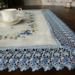 NEW Tablecloth BLUE LACE ROSE, Linen-look Square